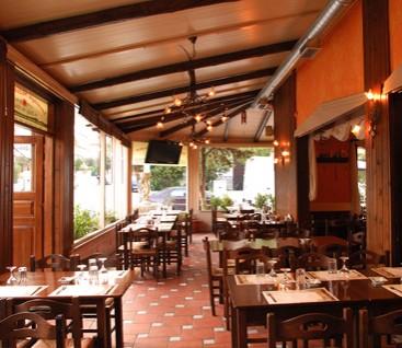 Εστιατόριο - Το Δεξίμι της Αλώας - Πετρούπολη - 18€ από 42€ (Έκπτωση 5  7%) για Πλήρες Γεύμα 2 Ατόμων στο Εστιατόριο «Το Δεξίμι της Αλώας» στην Πετρούπολη με χειροποίητα φαγητά και διασκέδαση με ζωντανή μουσική! Η προσφορά περιλαμβάνει 1 σαλάτα ελεύθερης επιλογής από τον κατάλογο, 1 ποικιλία ορεκτικών, 2 κυρίως πιάτα, 2 κουβέρ και 2 επιδόρπια!!