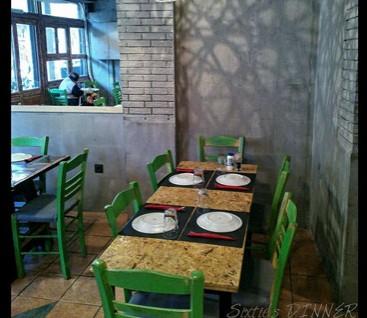 Μεζεδοπωλείο - Sixtie's Dinner - Κεραμεικός - 24€ για Πλήρες Γεύμα 2 Ατόμων στο Μεζεδοπωλείο «Sixtie's Dinner» στον Κεραμεικό! Σε ένα όμορφο πάντρεμα ξύλου, μετάλλου, γκρίζου και φωτεινού πράσινου, υποδέχεται τον κόσμο της γειτονιάς και όχι μόνο! Λιτός και αγαπησιάρικος χώρος που σε καλεί να καθίσεις και να παραγγείλεις ακόμη και από τη στιγμή που περνάς απ' έξω!!! εικόνα