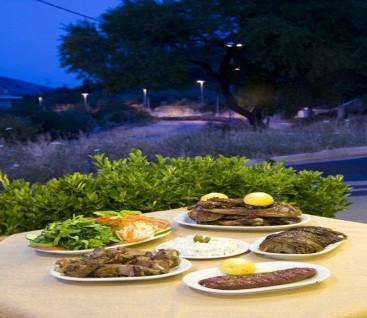 Ταβέρνα - Το Έλατο - Χασιά - 20€ από 45€ (Έκπτωση 56%) για Πλήρες Γεύμα 2 Ατόμων στη Χασιά με παραδοσιακές γεύσεις στην Ταβέρνα «Το Έλατο»! Κάθε Σάββατο βράδυ και Κυριακή μεσημέρι διασκεδάστε με Ζωντανή Μουσική και απολαύστε ένα πλούσιο δείπνο με τις ομορφότερες εικόνες που γεμίζουν τη ματιά κάθε επισκέπτη με θέα το βουνό ...